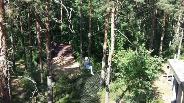 Seikkailusaari Väski on ihan tavallisen ihmisen perustama seikkailusaari. Metsän keskelle saareen tulee seikkailijoita ja mikäs sen hauskempaa kuin oma köysirata, ampumarata, kiipeilypaikat yms.