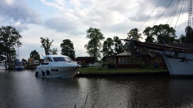 Saksalainen ihan tavallinen yrittäjäpariskunta osti Ruotsista Göta Kanalilta majoituspaikan. Ei yhtään hassumpi kesänviettopaikka.