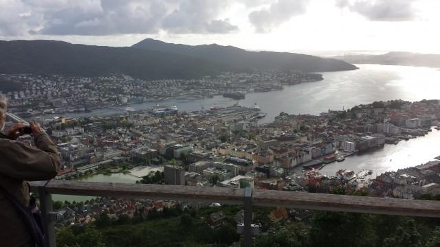 Ihan tavallinen suomalainen voi myös vaihtaa maisemaa. Eräs ystäväni muutti aikanaan Norjaan Bergeniin ja on nykyään siellä yrittäjänä. Ei hassumpi kylä. Vuoristoa ja valtamerta lähellä.