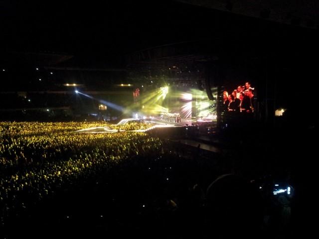 Madonna on ihan tavallinen ihminen. Nollasta lähtenyt. Oman uransa luonut. Useimmat muusikot ovat yrittäjiä. Kuva MDNA keikalta stadista 2012.
