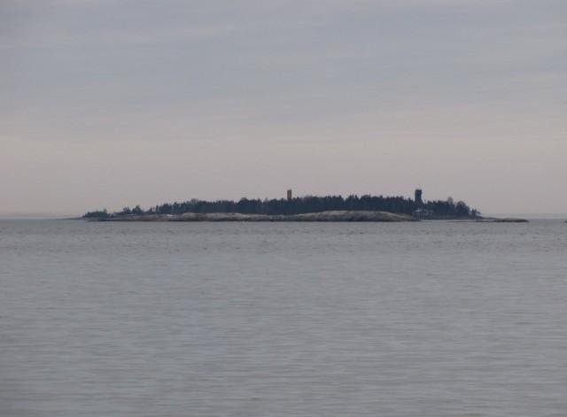 Miksei sitä vois ostaa oman saaren. Rysäkari. Ihan tavallisen ihmisen ostamana. Yrittäjät voi tehdä mitä vaan. Lisää kuvia: http://jarmonieminen.kuvat.fi/kuvat/Rys%C3%A4karin+ilta.+21.9.2013/