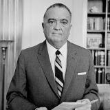 FBI valvoi J. Edgar Hooverin aikakaudella toisinajattelioiden seksuaalisuutta. Hoover oli itse lukuisten huhujen mukaan kaappihomo.