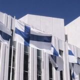 Suomi on kaunis maa. Suomi on puhdas maa. Täällä on hyvä elää ja yrittää.