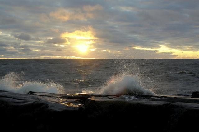 Kallosta, mutta kuva ei tee oikeutta aaltojen korkeudelle!