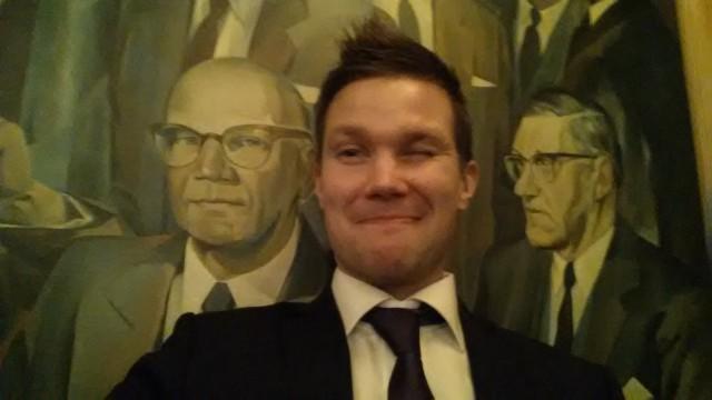 Olimme eilen Suomalaisella klubilla ja mietimme, miksi kaikki hyvät bisnekset esim Fortumin verkot pitää myydä pois. Kyllä sille Suomestakin ostaja olisi löytynyt. #Somejouluissa sitten puhutti median kansainvälistyminen.