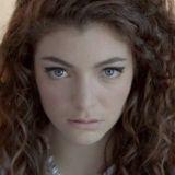 Lorde-parodia: mitä eroa on 17-vuotiaalla ja 30-vuotiaalla?