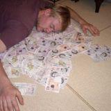 Raha ei häviä vaan se etsii paikkaansa: patjan täytteenä, tilillä, kiinteistöissä vai startupeissa. Kuva: Flickr CC SA by Oli R