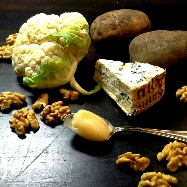 Päivän keittoainekset: kukkakaali, homejuusto ja saksanpähkinät