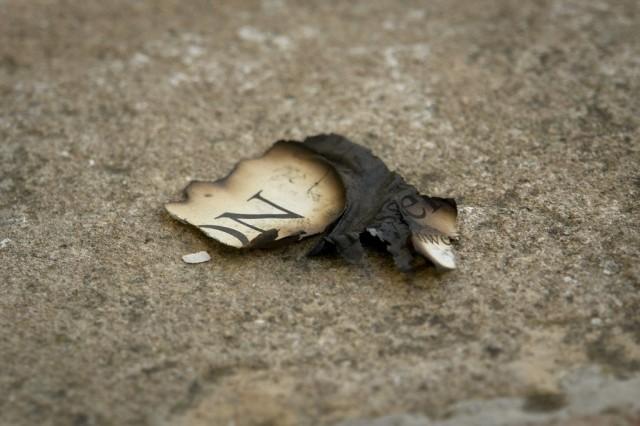 Sisältö ja kanava sekoitetaan usein. Sisältö ratkaisee. Sisältö voi olla sivistävää tai ei. Paperille painaminen ei muuta sisällön sivistävyyttä tai luotettavuutta yhtään. Kuva (CC BY SA) Yaisog Bonegnasher