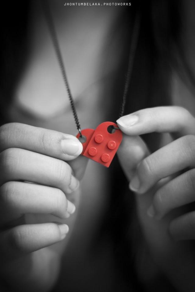 Pojillani on ylivoimainen brändilojaliteetti Lego-brändiin. He haluavat nimenomaan aina Legoja. Lego on onnistunut brändäämään itsensä ja cross promoamaan videon, elokuvan, pelien ja nettimainonnan avulla itsestään ihastuttavan ja kiinnostavan. Kuva