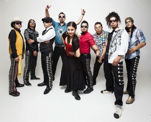 Los de Abajoa kuullaan Maailma kylässä -festivaalilla
