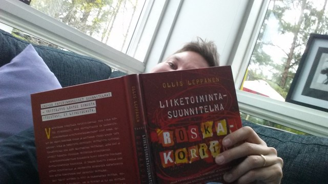 Luen paljon kirjoja, koska niistä saa hyviä ideoita. Tähän blogiin ispiraatiota sain Ollis Leppäsen Liiketoimintasuunnitelma roskakoriin -kirjasta.
