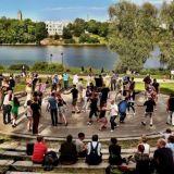 Menovinkki: Lindy in the park