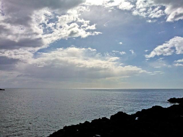 Laavakivestä musta Sisilian rannikko
