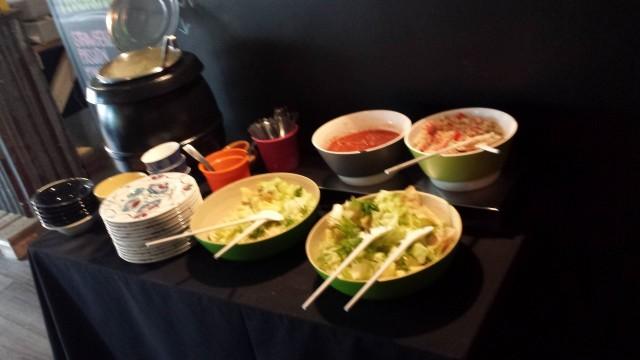 Lounaksi oli liha tai vege -burrito sekä alkukeitto ja salaatti.
