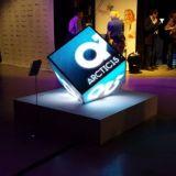 Led startup Stramoksen ledikuutio oli näyttävästi esillä.