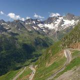 Yksi moottoripyörällä alpeille -unelmareitin teistä on Timmelsjoch http://www.timmelsjoch.com/