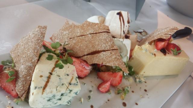 Kalastajatorppa tarjosi juustoja juustohiirille.