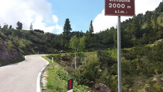 Italiassa yli 2km korkeudessa matkalla Castello Molina di Fiemmelle.