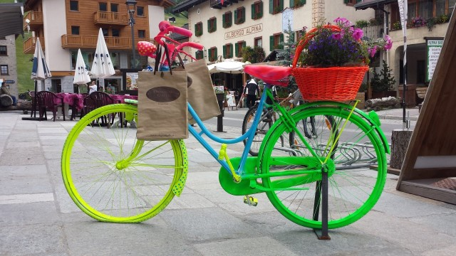 Italian Livignon keskustassa on värikäs kävelykatu.