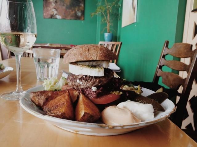 Ravintola Kitchin kaikki kalusteet ovat lautasia myöten kierrätettyjä.