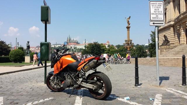 Prahassa on hyvää ruokaa, toimiva liikenne ja kivasti vanhaa ja uutta rakennusta.