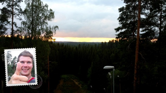 Auringonlasku oli upea. No eipä sitä ikinä saa tallennettua kameralle, varsinkaan kännykkäkameralle. Sinun täytyy siis kiivetä torniin itse.