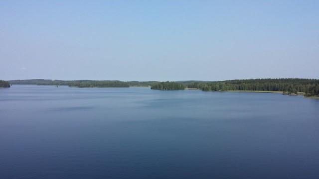 Suomessa on aivan upeita paikkoja. Upeita siltoja ja järvimaisemia. Kuva Kalkkisten sillalta.