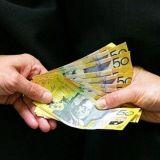 Sosiaalisessa mediassa arvellaan menikö 330 000 euroa kankkulan kaivoon vai onko rahoittaja aito?