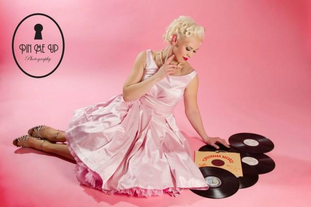 Pin-Up Finland 2013 voittaja Rita Lee Divine. (C) PinMeUp Photography, kuva: Ani Koivisto, Style: Miss Coco de Noir, Muah: Joy Licious
