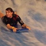 Lentämisen jälkeen kävimme vähän surffailemassa. Kuvassa surffausmestari Maarit Lavas.