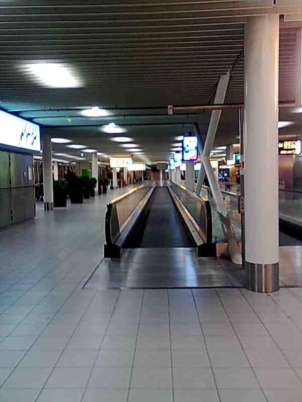 Schipholin lentokenttä yöllä