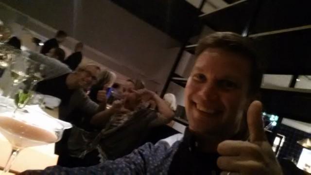 Vähän piti välillä ottaa #safka#selfie. Taustalla Harri ja Hanna.