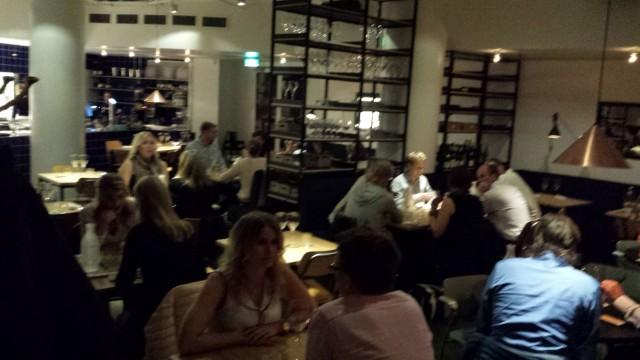 Julkkisbongauksessa ravintolassa oli Mikko Leppilampi, Seppo Sedu Koskinen, Jenni Dahlman-Räikkönen sekä mediaparoni Ilkka O. Lavas. En kohteliaisuusyistä viitsinyt kuvata muita kuin itseäni.