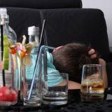 Alkoholi aiheuttaa kriisejä parisuhteeseen