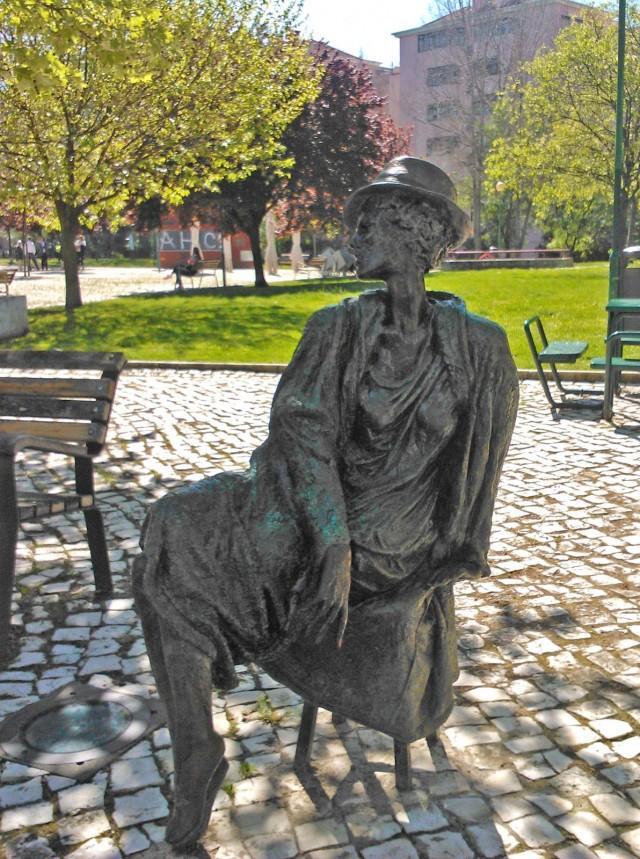 Nainen Lissabonin puistosta :)