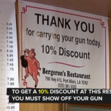 Amerikkalaisravintola antaa alennusta aseistetuille asiakkaille