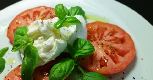 Tomaatti, mozzarella & basilika = tuttu ja turvallinen kombo