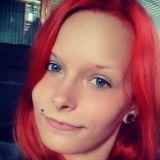 Deitti.net: Pohjoisen boheemi bi-tyttö etsii miehiä ja naisia