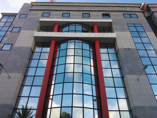 Espanjalaisen pankin massiivista seinämää