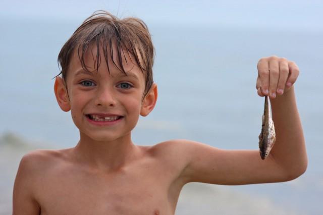 Vaikken pääsisi tavoitteeseen, voin silti nauttia matkasta ja oppimisesta matkalla. Kuvassa onnellinen kalastaja, kuva cc by 2.0 Kevin Dooley / Flickr. Vaikka kalastaja ei saanut suurinta kalaa, on onni silti suuri kun sai vähän kalaa ja pääsin nautt