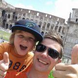 Eetu ja Ilkka Lavas Roomassa Colosseumilla. Aktiiviloma.