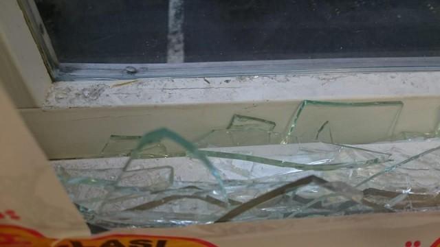 Ikkuna oli rikottu :( Siitäkin tulee laskua :(