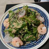 Listalta löytyy myös salaattia kevyesti. Terveellistä ja ravitsevaa.