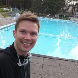 Valmistautumassa triathlonin uinti-osuuteen. Fyysinen kunto on tärkeä osa menestyvän ihmisen elämää.