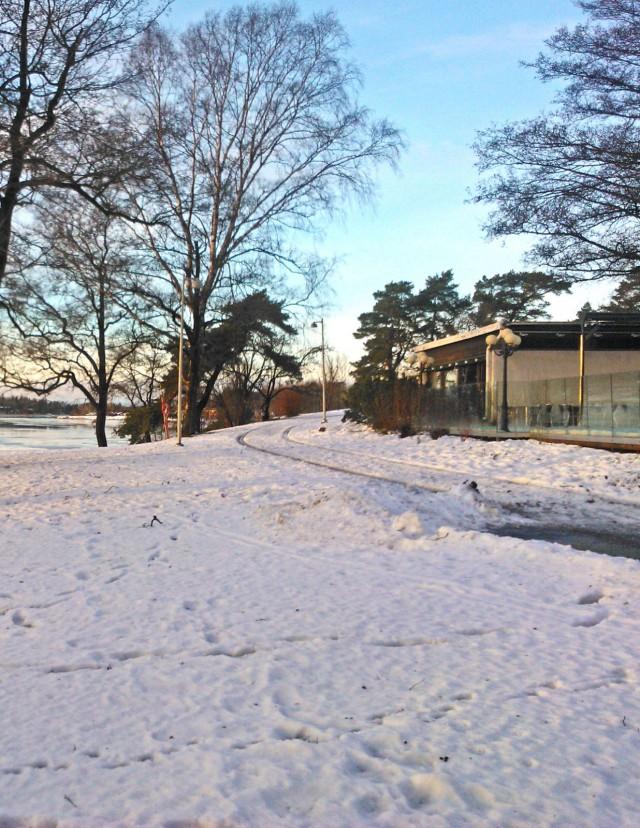 Siellä sitä on :salakavalaa jäätä lumen alla