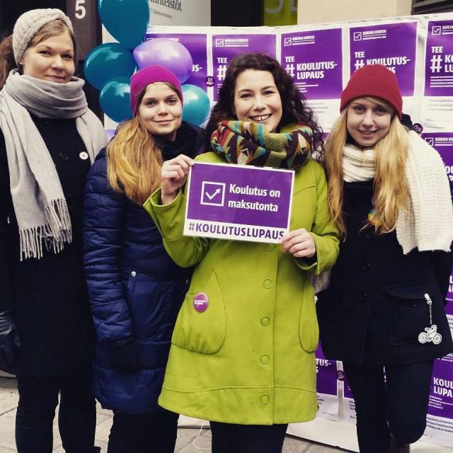 HYYn hallituksen Susanna Jokimies, Pilvi Nummelin ja Mimmi Piikkilä sekä #koulutuslupaus