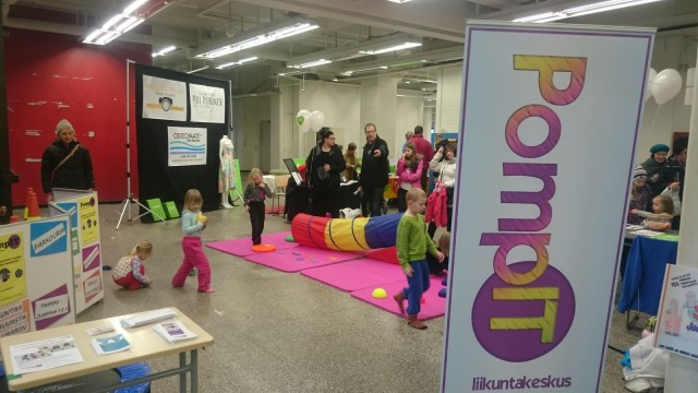 Lapsille parkouria, telinevoimistelua yms liikuntaa järjestävä PompIT oli myös mukana.