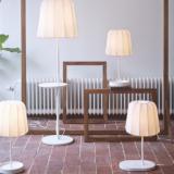 Ikean huonekaluihin langattomia latausasemia älypuhelimille