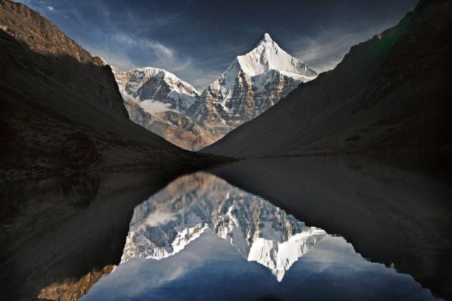 Jichu Drake -vuori ja Tsophu-järvi Bhutanissa ovat osa Matthieu Ricardin käsitystä mielenrauhasta.